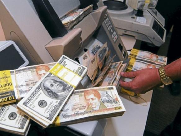Hasta-90-centavos-de-devaluación-podría-sufrir-el-lempira-frente-al-dólar-este-año